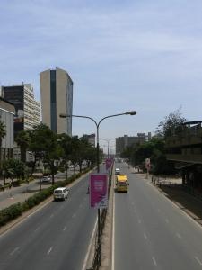 Kota Nairobi di hari Minggu yang sepi karena mayoritas penduduk pergi ke gereja. Nairobi yang selowww...
